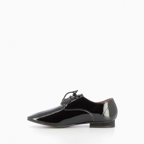 Derbies vernies noires
