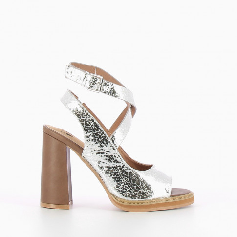 Silver sandals with crackle effect