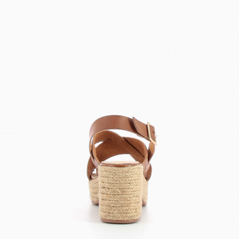 Coffee sandals with crossed straps