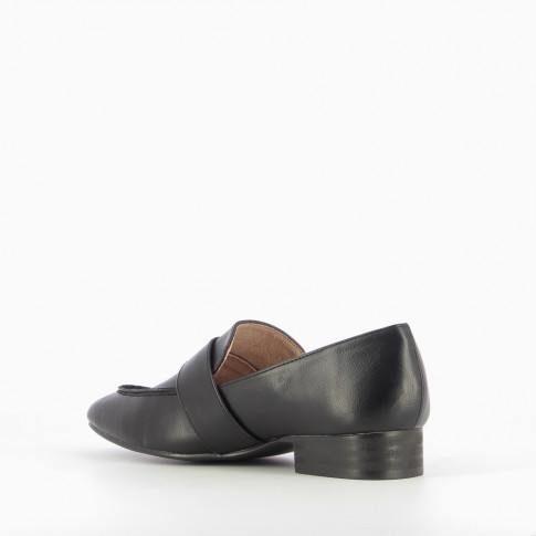 Black faux leather minimalist loafers