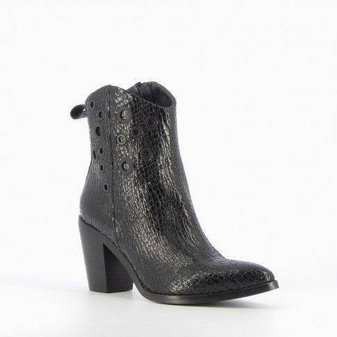 Black-heeled cowboy boots with eyelets