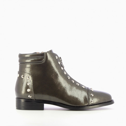 Khaki patent leather boots with conical studs