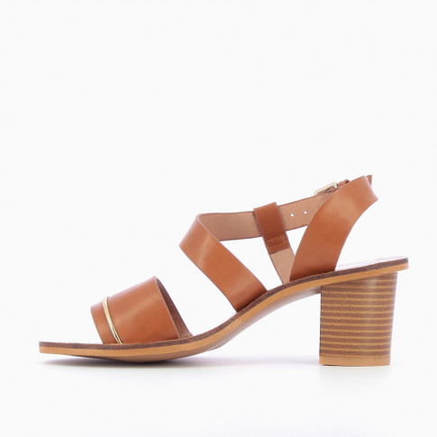 Camel sandals with fine gold arch