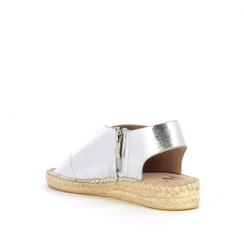 Silver sandals with braided sole and crossed straps