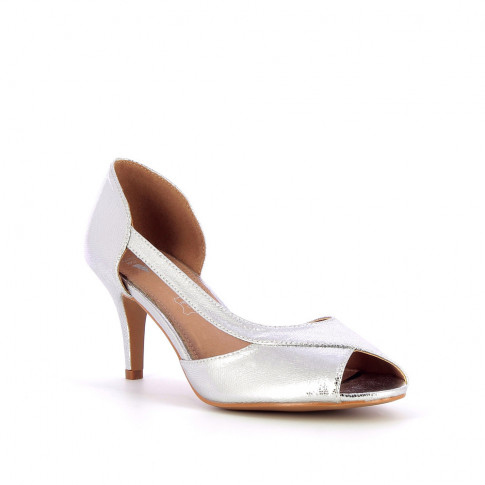 Silver peep-toe pumps with cutout