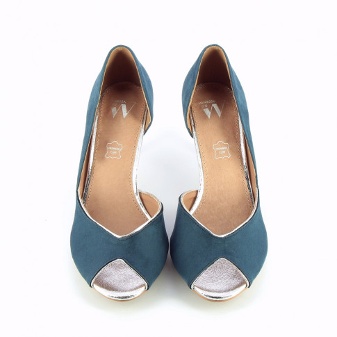 Blue peep-toe pumps with indentation