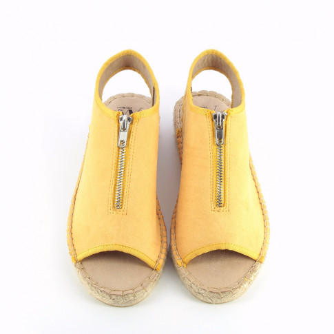 Yellow sandals with braided sole and zip