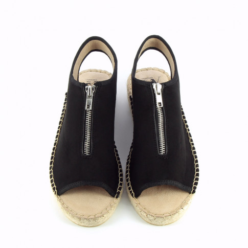 Black sandals with braided sole and zip