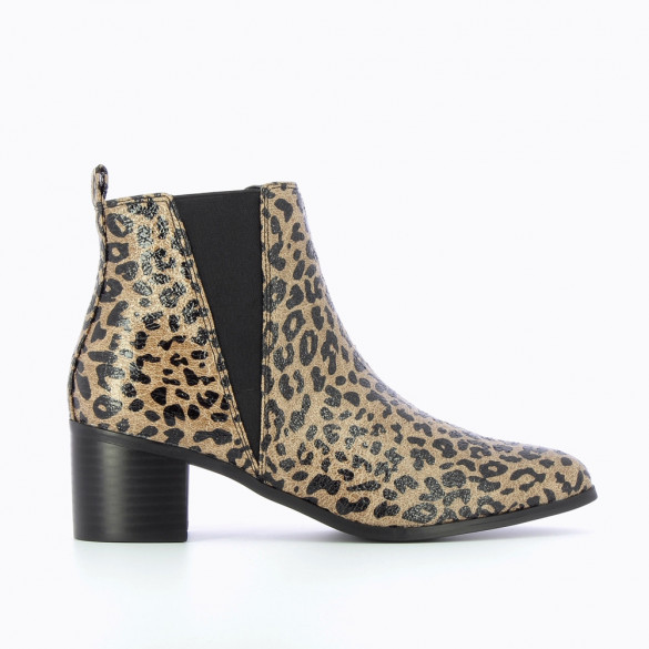 Chelsea boots with leopard-print heel