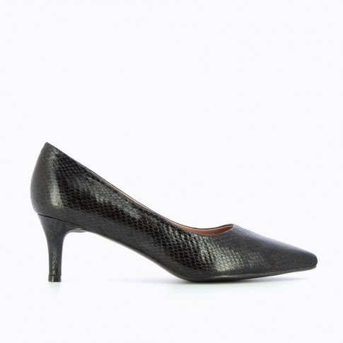 Black pumps with snakeskin effect
