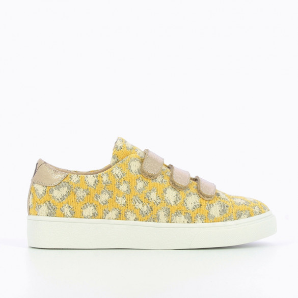 Yellow sneakers in woven leopard print