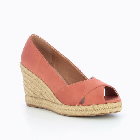 Brick-red peep-toe wedges