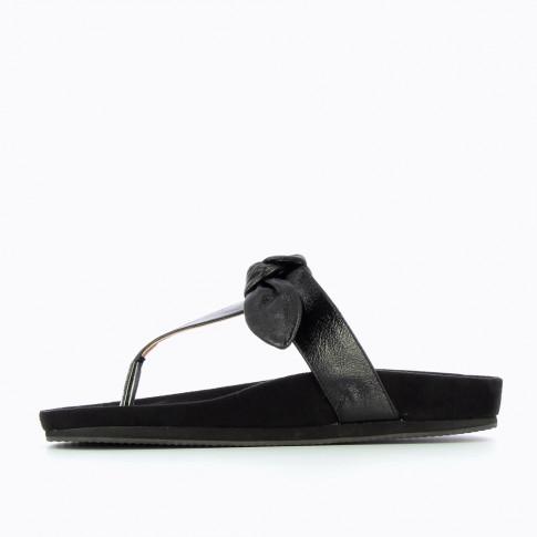 Black flip-flops with decorative bow