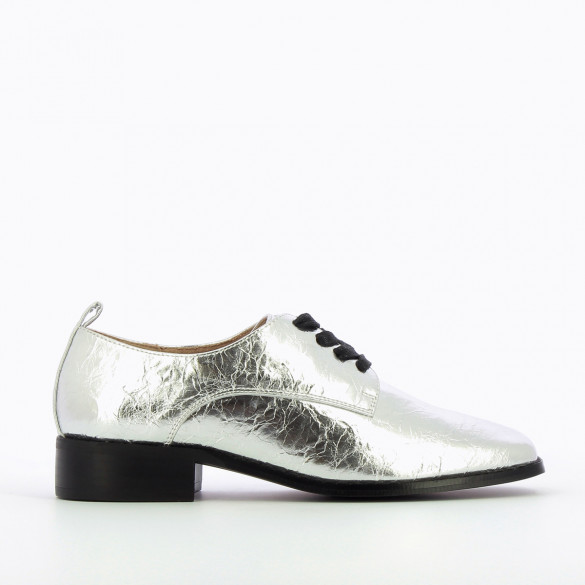 metallic silver brogues wrinkled leather effect black laces square toe woman Vanessa Wu