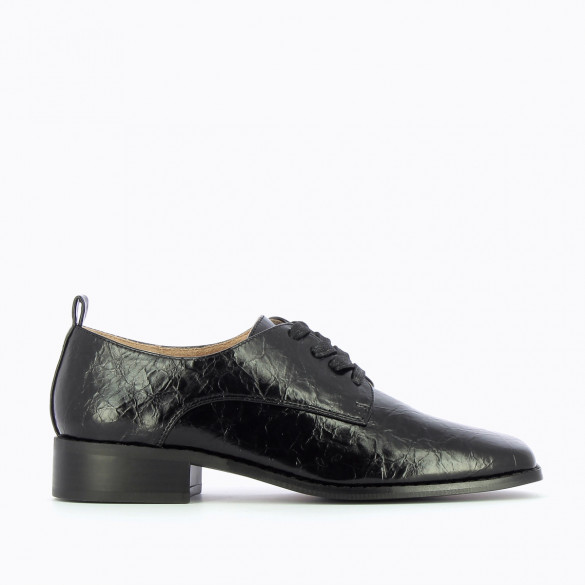 black brogues square toe wrinkled leather effect woman block heel with laces Vanessa Wu