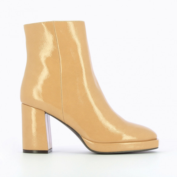 woman vintage platform boots cream Vanessa Wu patent faux leather with heel