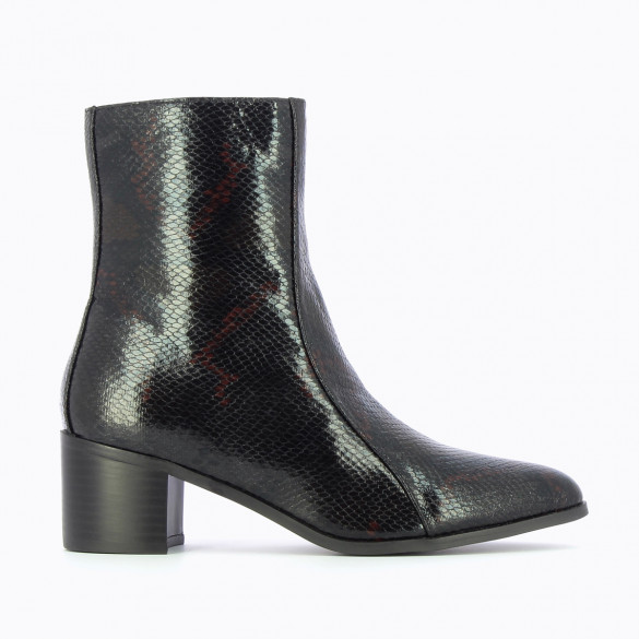black snakeskin effect ankle boots woman Vanessa Wu with small heel and topstitch