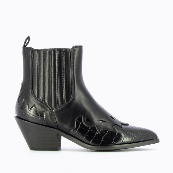 black cowboy boots woman western style Vanessa Wu stitch details and pointed toe with Cuban heel