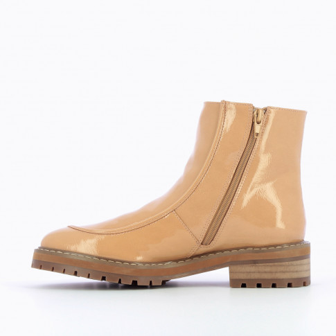 Cream ankle boots with topstitch and serrated sole