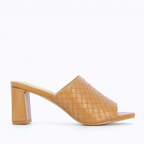 mules camel woven with block heel woman and open toe Vanessa Wu nineties