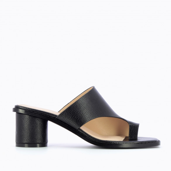 Black mules toe loop grained leather effect with round heel woman Vanessa Wu