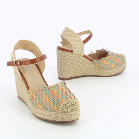 Wedge sandals with multicolored braiding