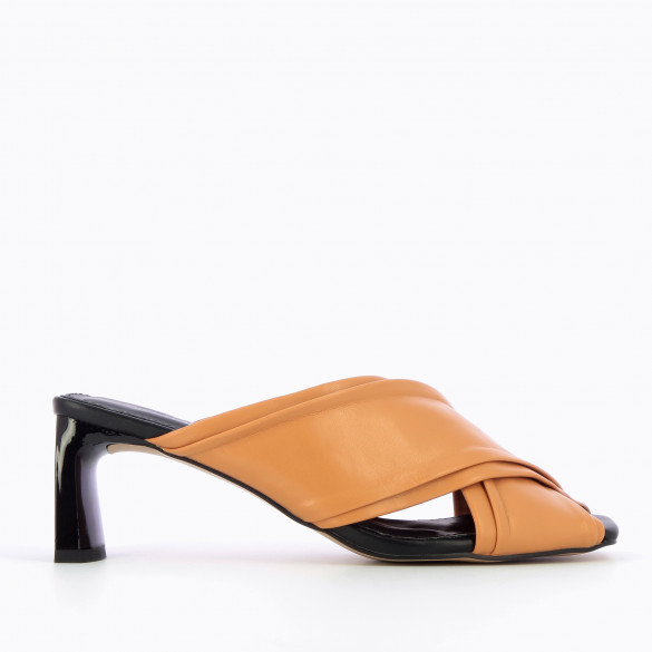 Mules with thick crossed straps and rectangular heel patent black woman Vanessa Wu