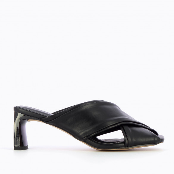 Black mules woman with rectangular heel patent Vanessa Wu and thick crossed straps