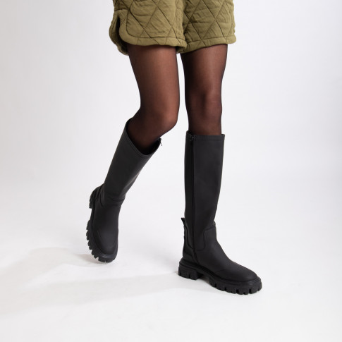 Black rain boots with chunky sole